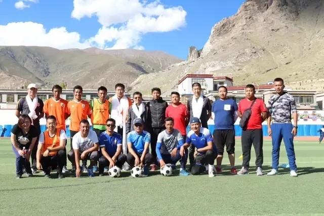 德庆龙�y`�_此次培训地点选在鲁能青训足球人才基地之一的拉萨市堆龙德庆区小学.