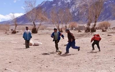 《走进最真实的新疆足球》