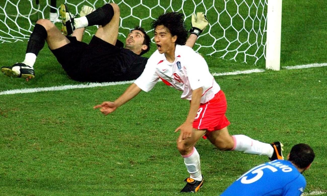 如果2002年世界杯有视频技术,韩国队会吃到几张红牌?