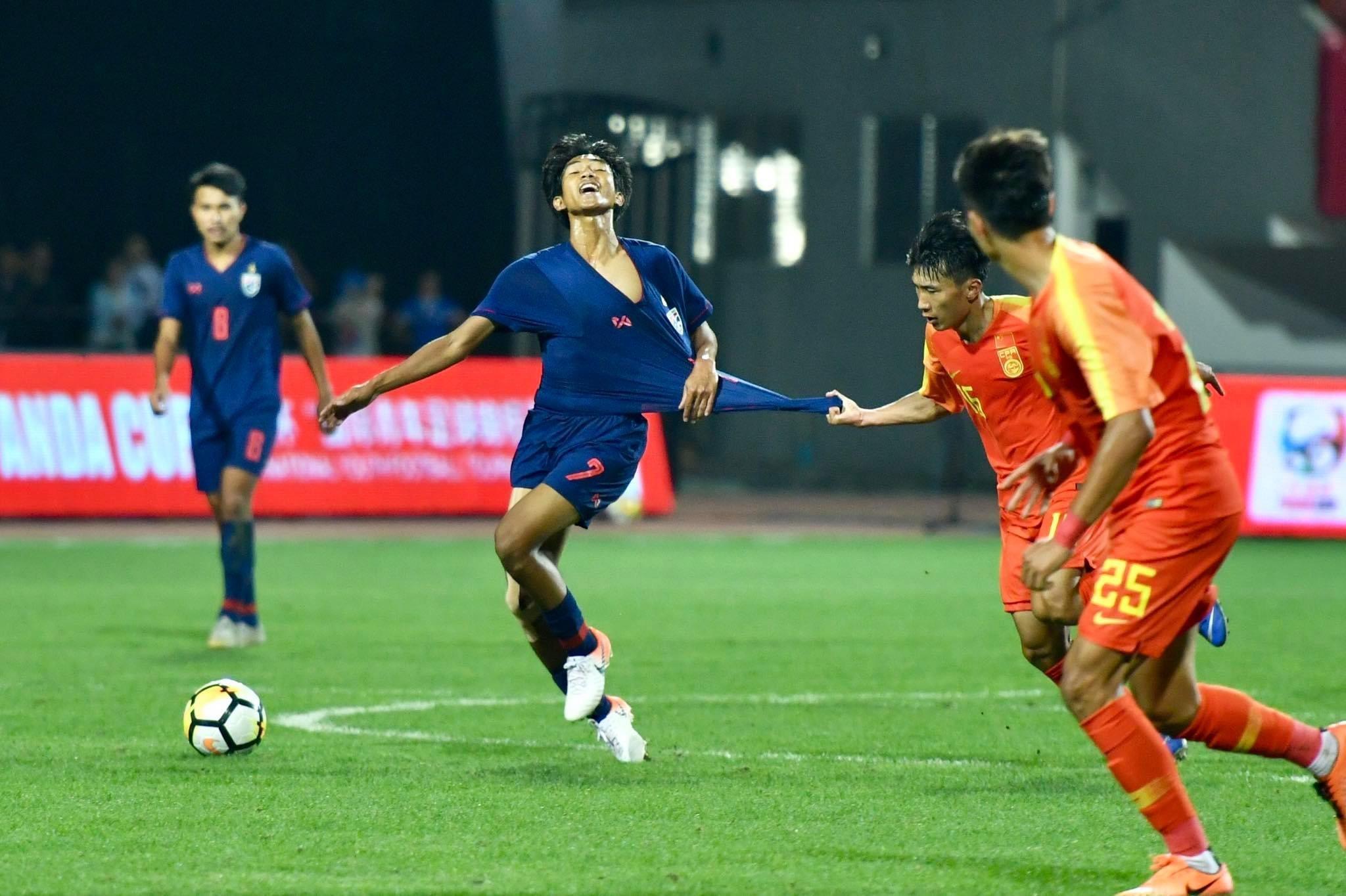 """""""熊猫杯""""中国队0-2不敌泰国队之后!这张图片火了!"""