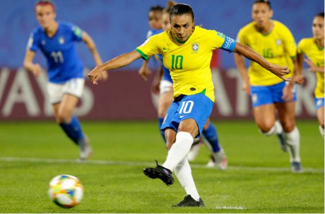 17球!克洛泽世界杯进球纪录被破,巴西再度上演经典庆祝