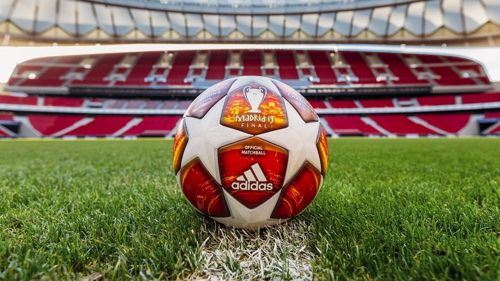 阿迪达斯发布2018/19赛季欧冠淘汰赛阶段比赛用球图片