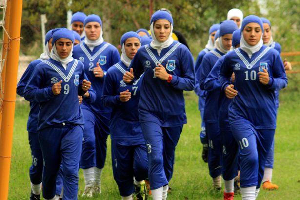 震惊!伊朗女足八位球员是男性