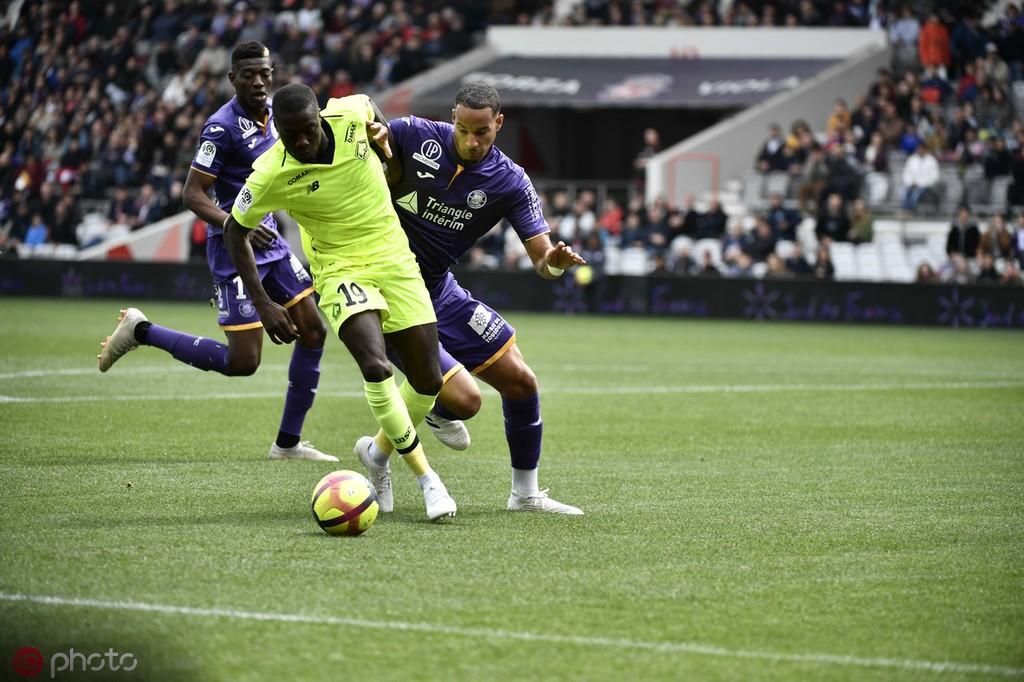 新闻正文   佩佩本赛季是里尔阵中最出色的前锋,他帮助里尔排在了法甲