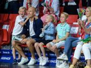 罗本和家人看拜仁篮球比赛,表示一两周之后决定未来