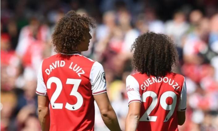 双胞胎?媒体调侃大卫-路易斯和贡多齐同款发型