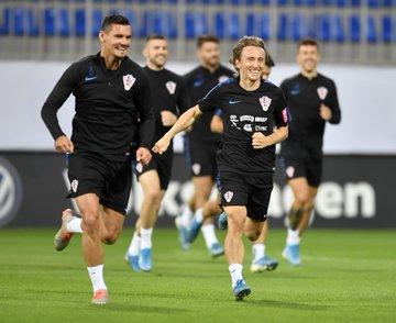 对阵阿塞拜疆赛前,格子军团最后一次训练。(ง˙...