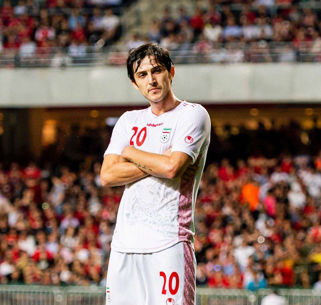 伊朗2-0战胜中国香港!第一球阿兹蒙抽射进球,安...