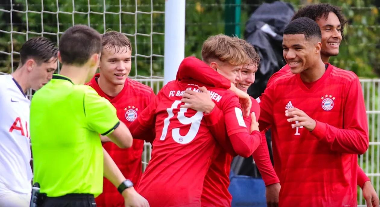 齐尔克泽进球,拜仁U19青年欧冠客场4-1大胜热刺U19