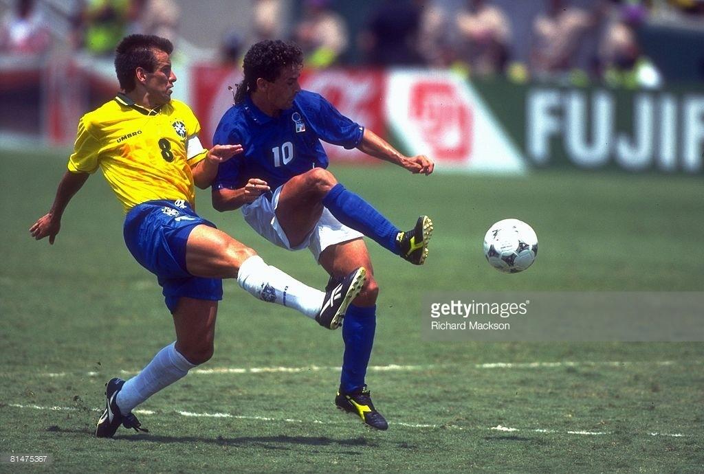 情怀有多贵:巴乔1994决赛复刻足球鞋发布,瞬间