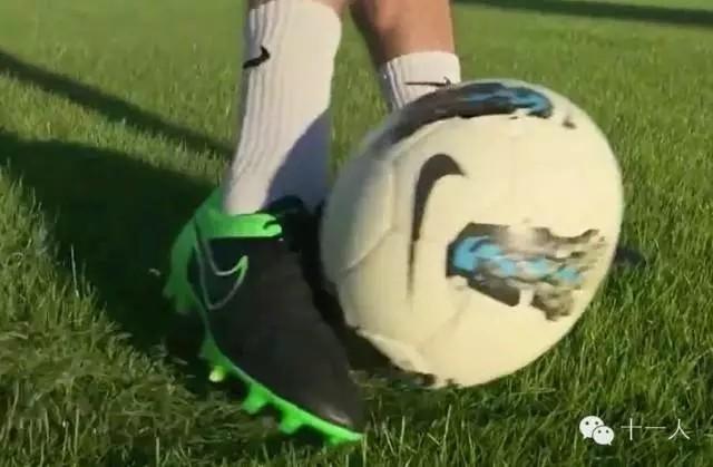 础:怎样踢出像斯科尔斯一样的正脚背长传球?
