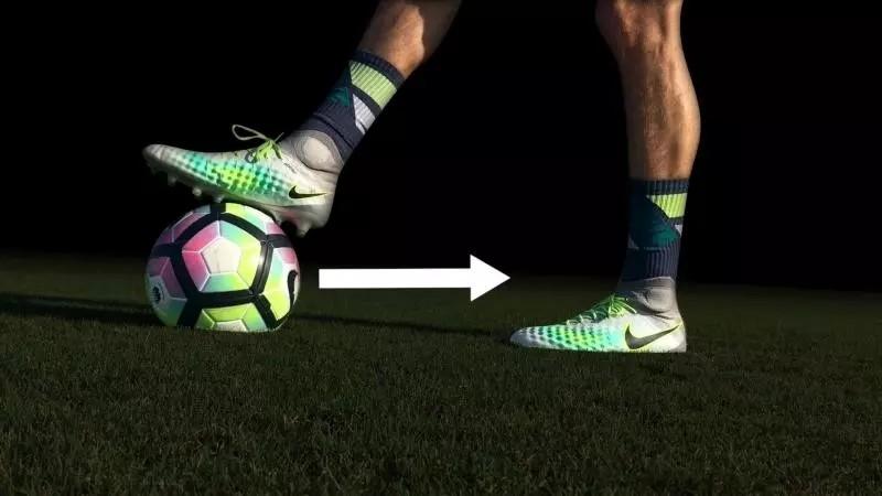 足球视频教学加图文解析:马拉多纳转身技巧教学