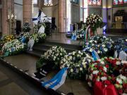 昨天,鲁迪-阿绍尔的家人与他的足球同僚一同出席了...