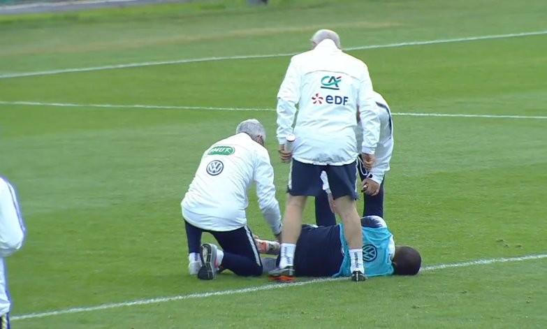 队报:姆巴佩在训练中脚踝受伤