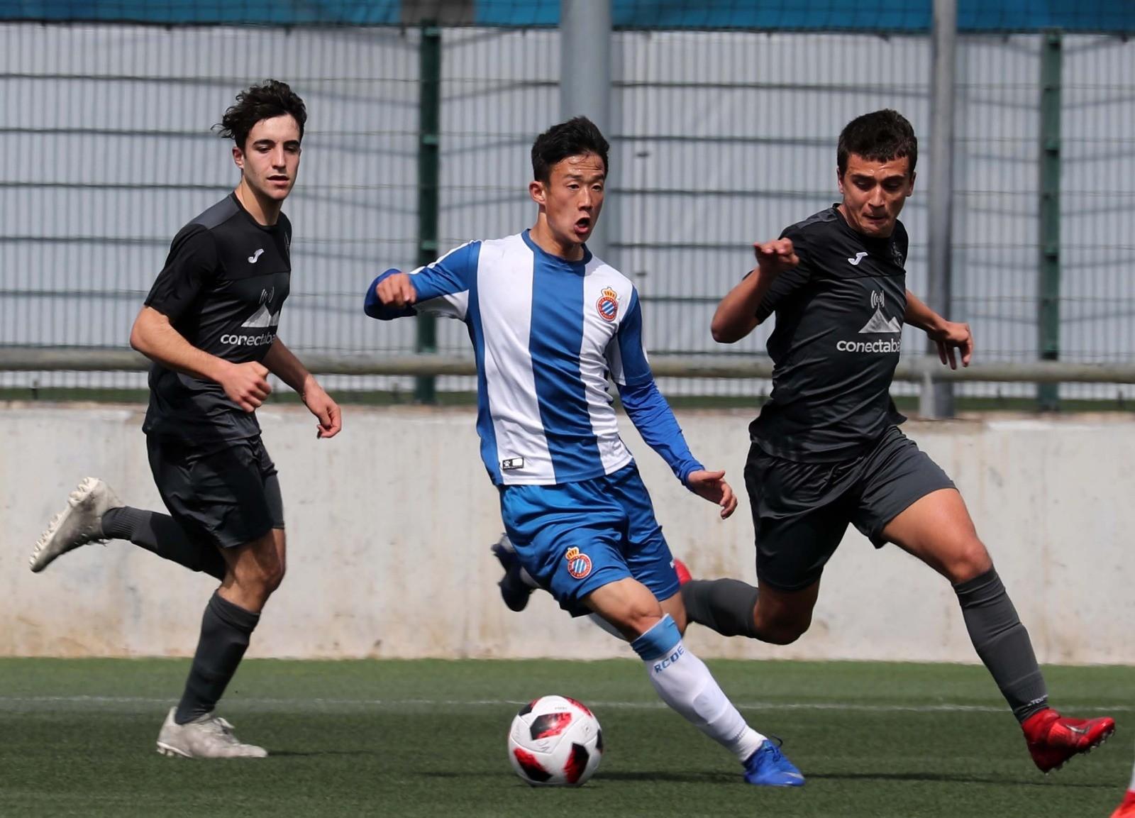 西班牙青年荣誉联赛收官张奥凯和他队友将踢青