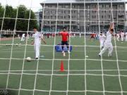 高校球场不向学生和社会开放,学校的错还是踢球人的锅?