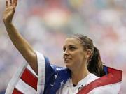 美女前锋为美国足球划上新时代还告诉世人:女性也可以踢好球