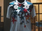 合作纪念!德国国家队×梅赛德斯-奔驰特别版球衣发布!