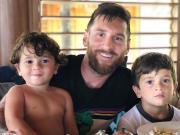 安東內拉更新ins:感謝梅西對孩子們的愛并祝他父親節快樂