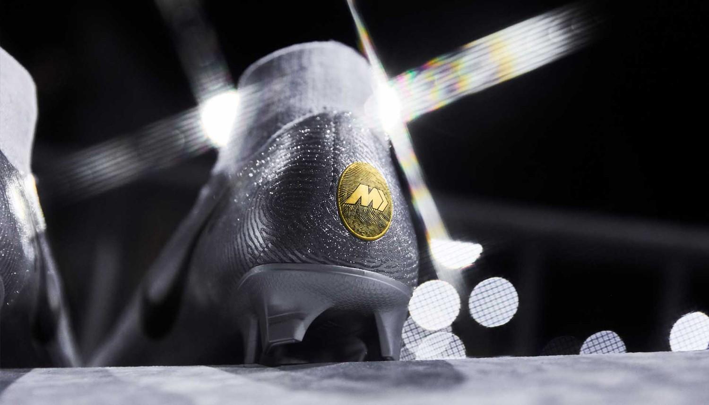 触摸金杯!近观莫德里奇和姆巴佩金球奖限量刺客足球鞋