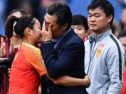 写在中国女足出线之后:老贾的眼泪和他最后的勇气