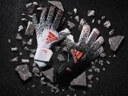 阿迪达斯为范德萨推出特别版门将手套
