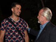 当地时间周六夜间,那不勒斯俱乐部主席德劳伦蒂斯、...