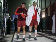 图集:国足结束训练离开球场,冯潇霆、石柯腿敷冰袋