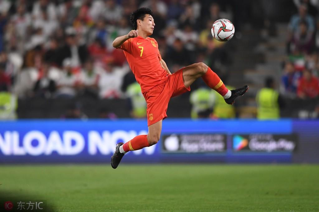 新京报:归化不应该只盯着世界杯;抽到上签国足也要居安思危