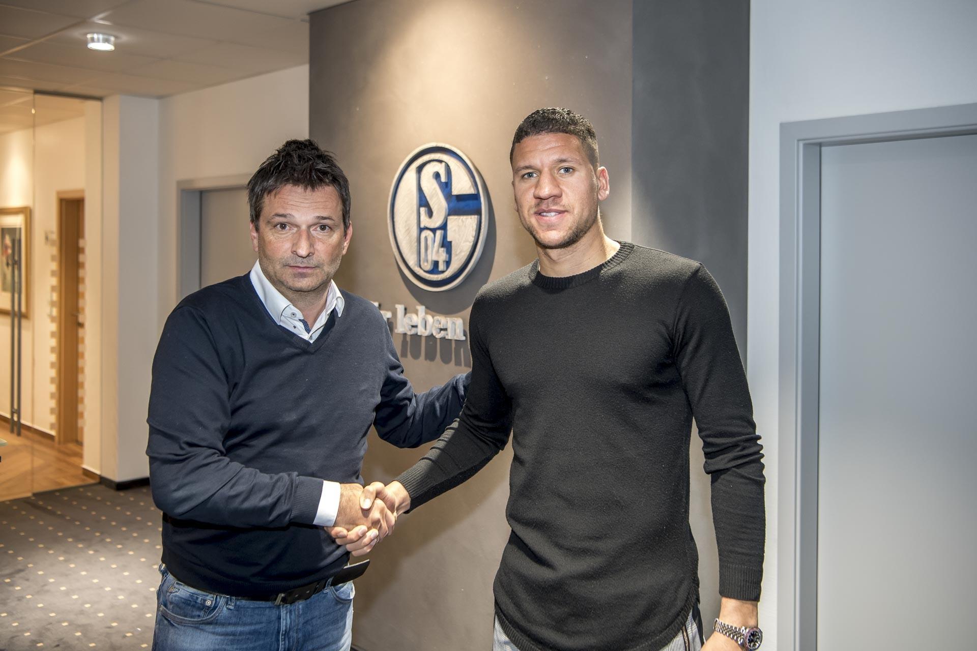 官方:沙尔克04租借沃尔夫斯堡中后卫布鲁马