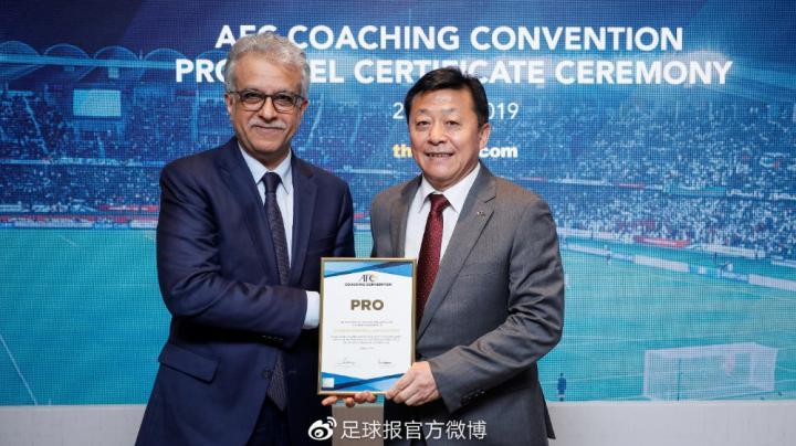 亚足联裁委会会议首次在中国召开,杜兆才主持会议开展工作