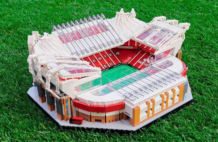 搭建自己的球场,乐高联手曼联推出老特拉福德球场模型
