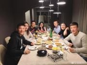 第一个海外春节,武磊夫妇与张奥凯一家过新年