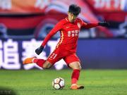 广州日报:恒大战绩吸引何超加盟,球员希望得到郑智的教导