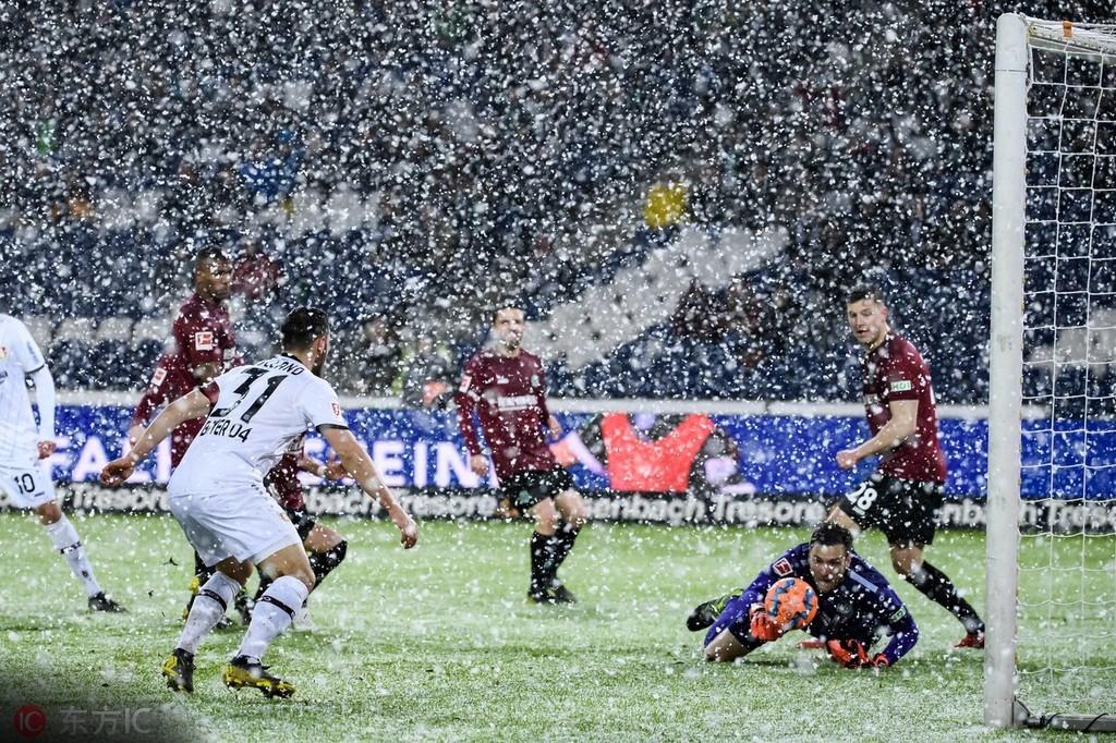 暴雪中的进球大战,勒沃库森3-2绝杀汉诺威