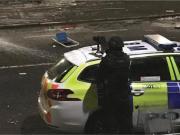 苏格兰男子与警方对峙,并高喊:把罗杰斯带回凯尔特人