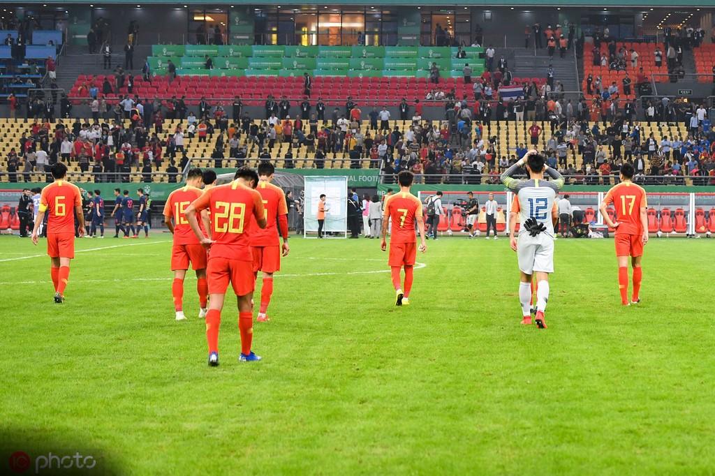 津媒:总局领导昨晚现场观战;国足排名很有可能跌出亚洲前八