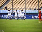 中國0-1烏茲連續兩年中國杯墊底,韋世豪粗野鏟球致對手重傷