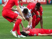 生命第一,格魯吉亞球員在比賽中急救瑞士后衛舍爾