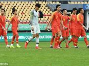 中国0-1乌兹连续两年中国杯垫底,韦世豪粗野铲