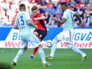 拜仁1-1弗赖堡失榜首,下轮主场将战多特,莱万侧钩破门