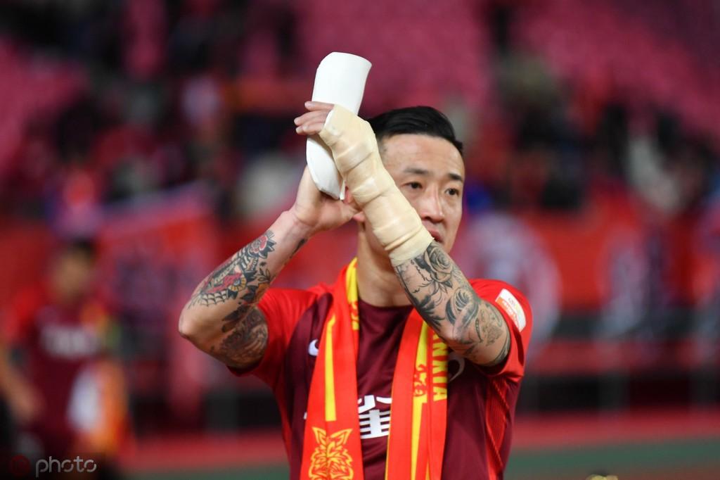 姜至鹏:对抗中还是会顾忌手臂伤势,今天我们比对方踢得更好