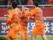 山東2-1柔佛本賽季亞冠首勝,佩萊領跑射手榜,費萊尼頭球