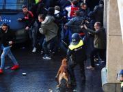 攜帶煙霧彈去客場,54名阿賈克斯球迷遭警方驅逐出意大利