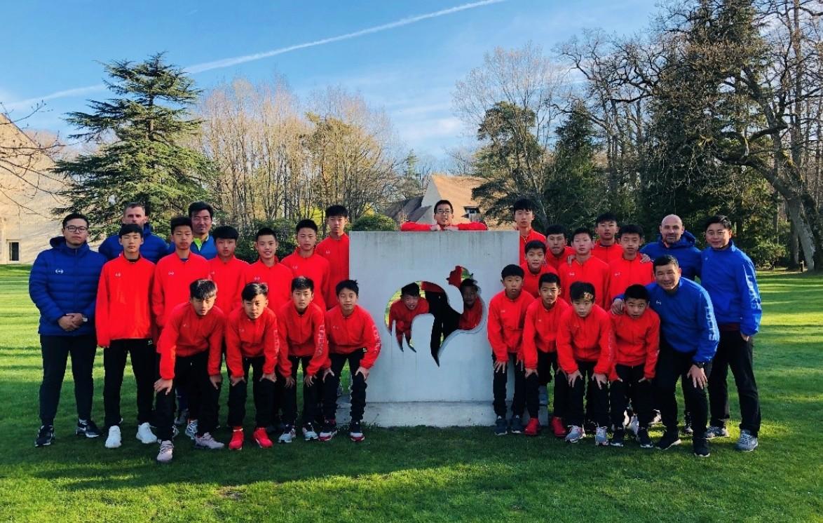 中国男足U13优秀球员队赴法交流近距离感受先进