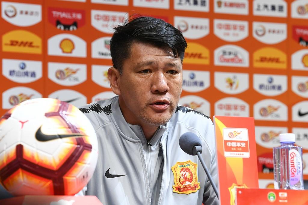 武汉领队:埃弗拉身体不适所以换下他,年轻球员未来大有希望