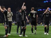 在拜仁和皇馬后,阿賈克斯成為第三支歐冠淘汰賽客場全勝球隊