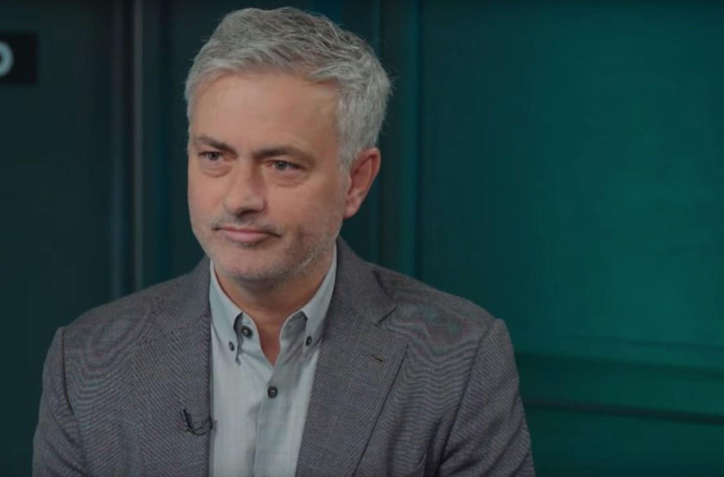 穆里尼奥赛后颂扬梅西:足球之神;弗成想议的球员