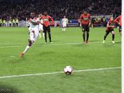 队报:跟曼联和阿森纳抢,马竞也要里昂前锋登贝莱