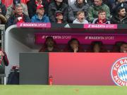拜仁在替補席用加熱裝置為球員暖身子,羅本覺得太熱了